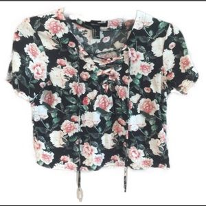 Forever 21 Tops - F21 - Floral Lace Up Crop top - Size Small